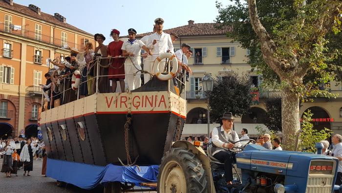 Carro migranti a Festival Sagre Asti