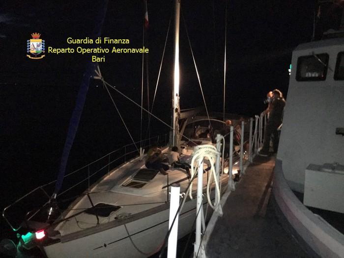Veliero migranti in Canale Otranto