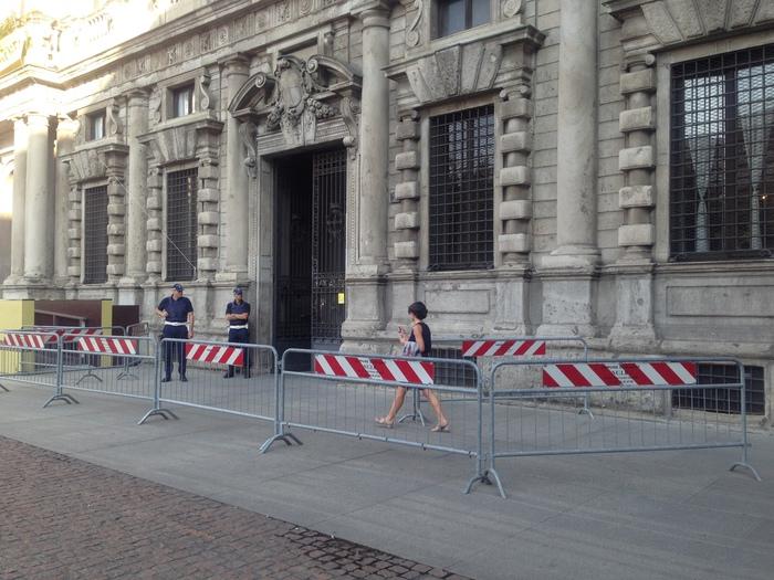 A Palazzo Marino transenne per sicurezza