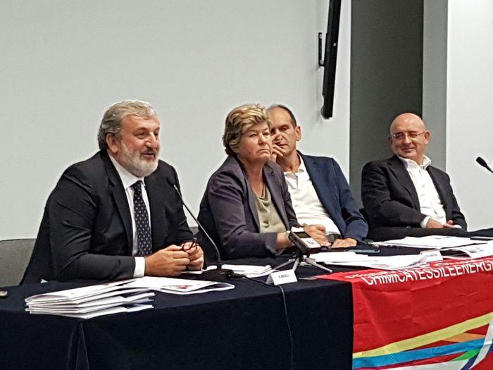 Emiliano,decarbonizzare tema con governo