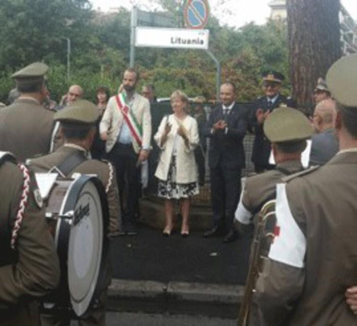Comuni: Firenze intitola via alla Lituania