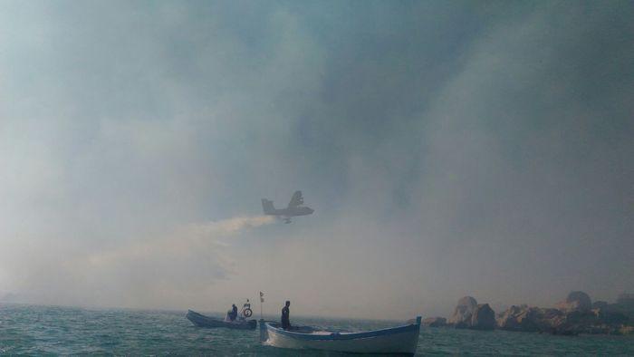 Incendio vicino spiaggia a La Maddalena