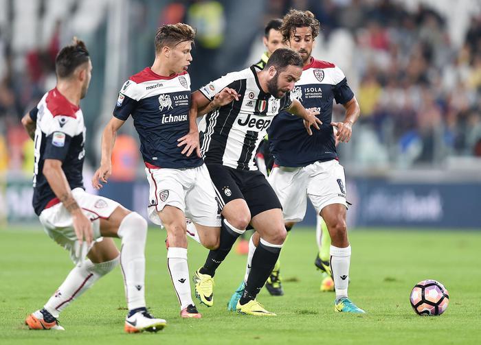 Calcio: Cagliari è prima per gol subiti