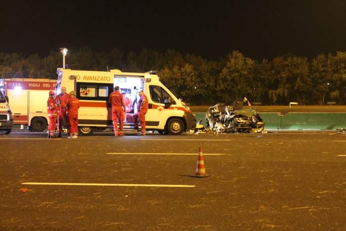 Tir travolge auto e fugge su A4: morti i 2 genitori, feriti i 3 figli