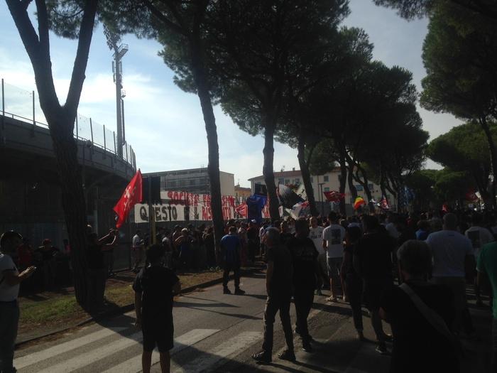 Pisa: 2.000 fuori da stadio a fare tifo