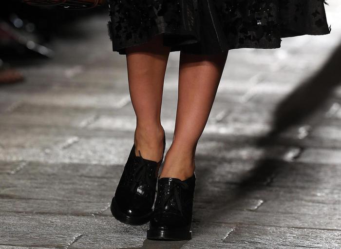 Moda, torna dictat scarpe a punta