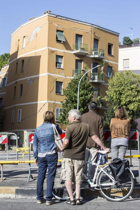 Crollo palazzo:Sos residenti,va demolito