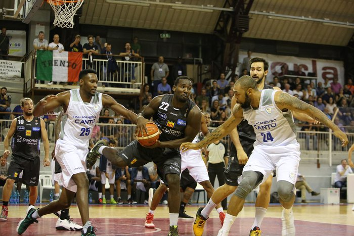 Basket: Aquila Trento vince a Cantù