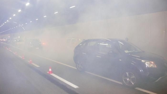 Incendi: Trentino, mezzo in fiamme in galleria Valsugana