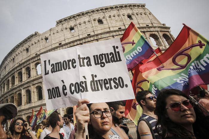 """""""Gay, fai schifo"""" aggressione omofoba"""