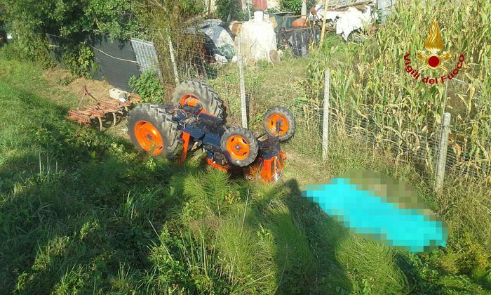 Uomo morto schiacciato da trattore