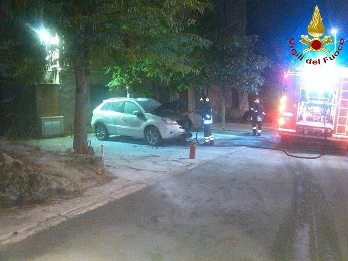 Bruciata auto figlia sindaco nel nuorese