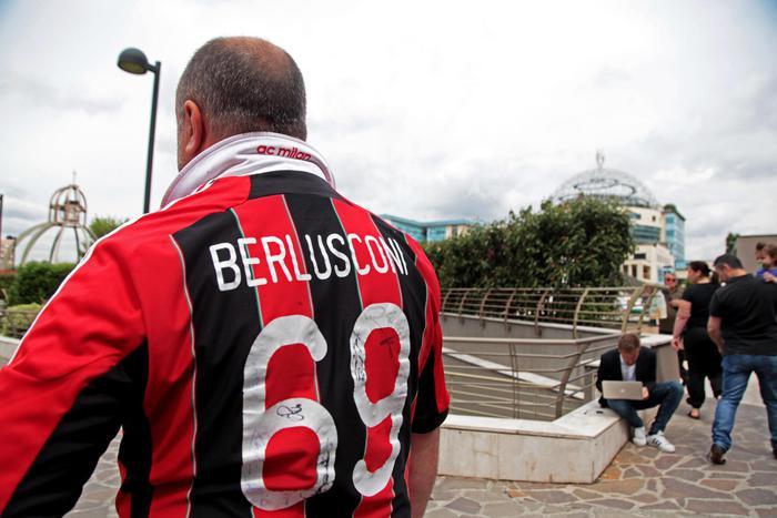 Milan festeggia Silvio con una clip