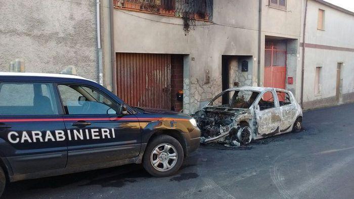 Distrutta da rogo auto sindaco Campidano