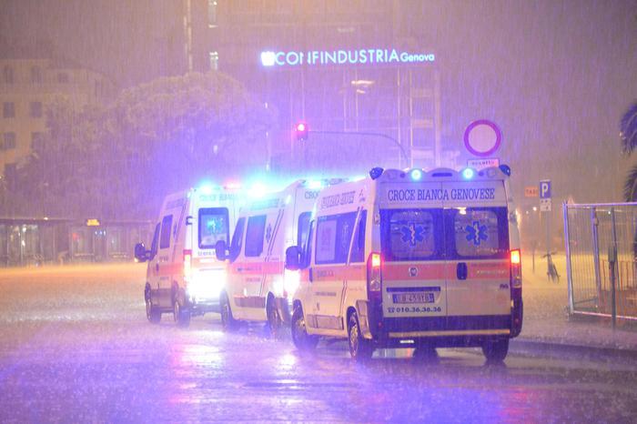 Ambulanze in corteo, città in tilt