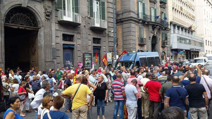Lavoro: protesta lsu all'Inps di Napoli