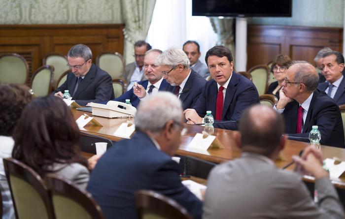 Sisma: Renzi, no a battaglie politiche