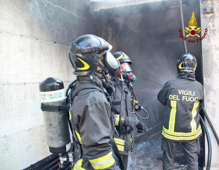 Incendio vicino centro polifunzionale