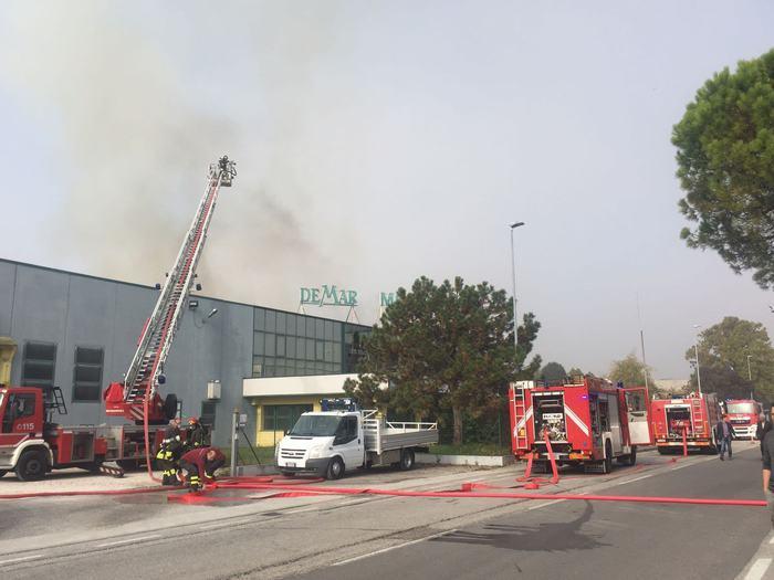 Incendi a fuoco mobilificio nel pordenonese danni - Mobilificio in campania ...
