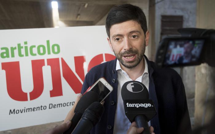 Speranza apre a Renzi: incontro subito per trattare
