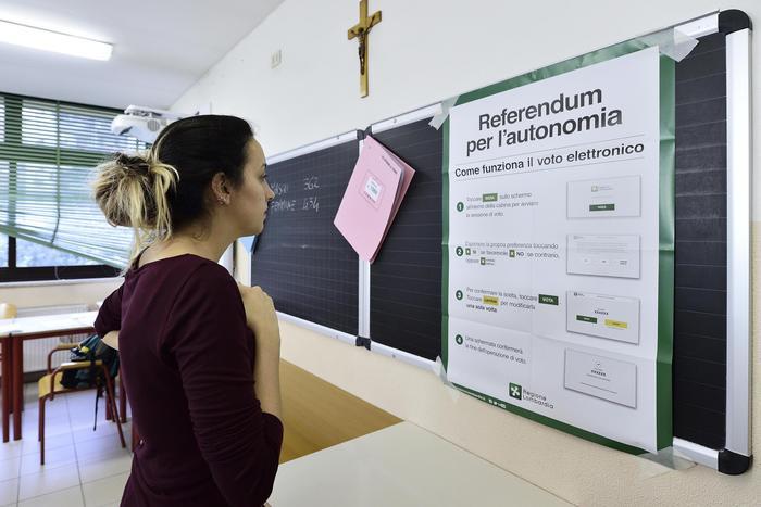 Referendum autonomia, in Lombardia l'affluenza non arriva al 50%, in Veneto sì (ore 19)