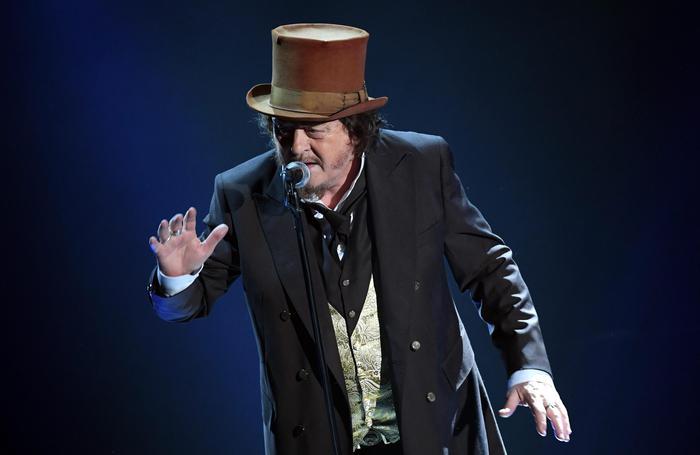 Zucchero: cassetta nel camino di Pavarotti è fake news, dice ex manager