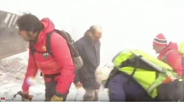 Etna, esplosione sul cratere: dieci feriti$