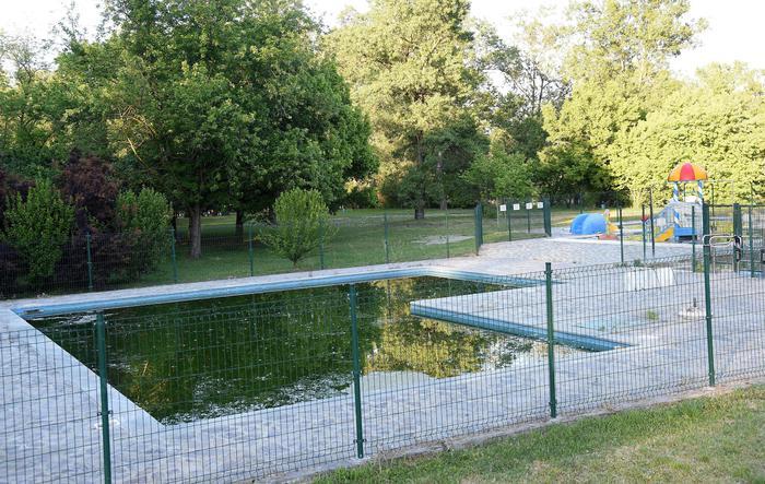 Bimbo di due anni annega in piscina$
