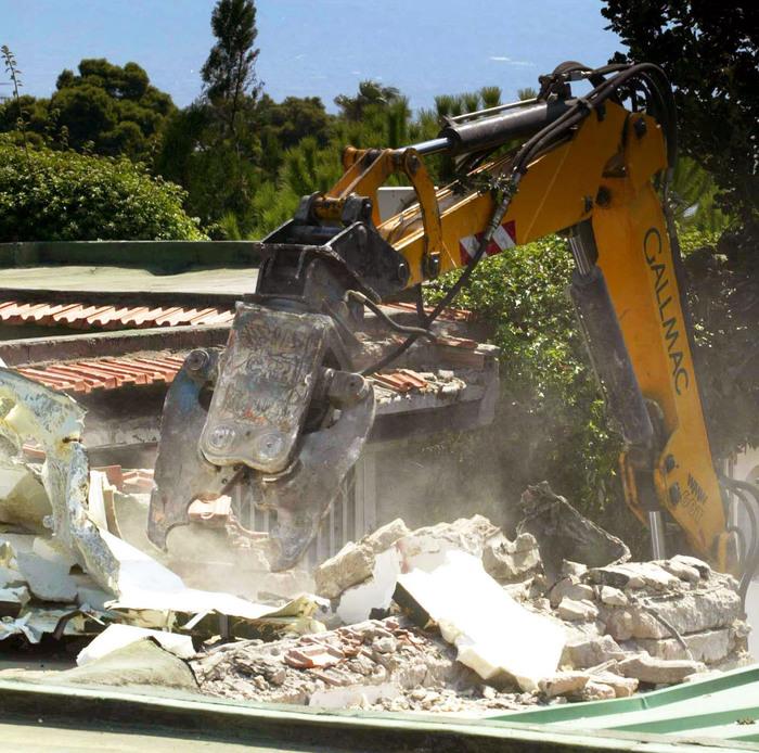 Abusivismo edilizio muore mentre gli abbattono casa for Costruisci mentre vai a casa