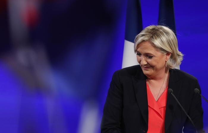 Macron si dimette da presidente En Marche!, che cambia nome