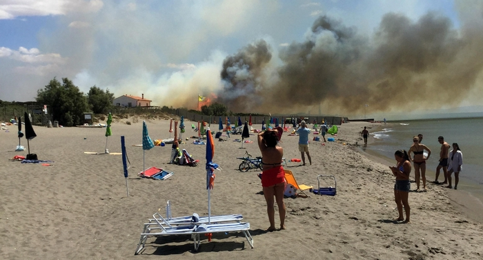 Rogo a Piancastagnaio, fiamme all'Elba
