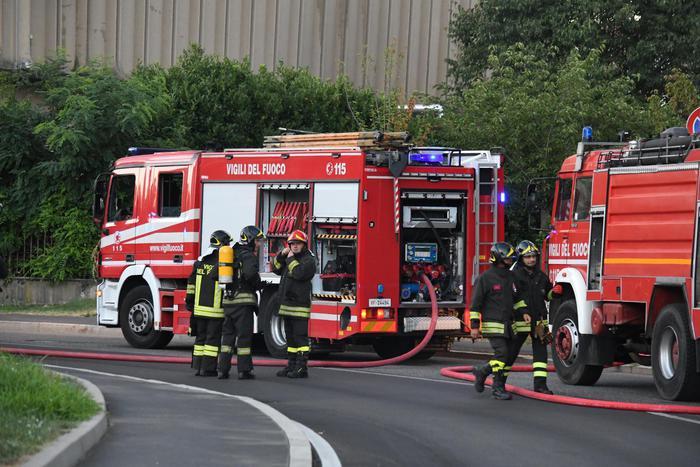 Incendi vasto rogo in ex mobilificio vicino a pordenone - Mobilificio vasto ...