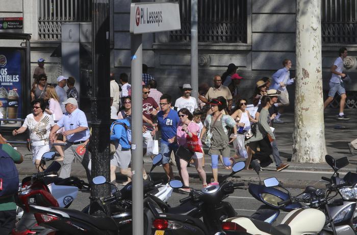Barcellona: 13 morti e almeno 50 feriti. Arrestato un uomo: due in fuga