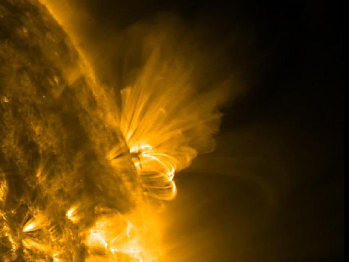 Super tempesta magnetica in arrivo, il Sole continua a essere iperattivo