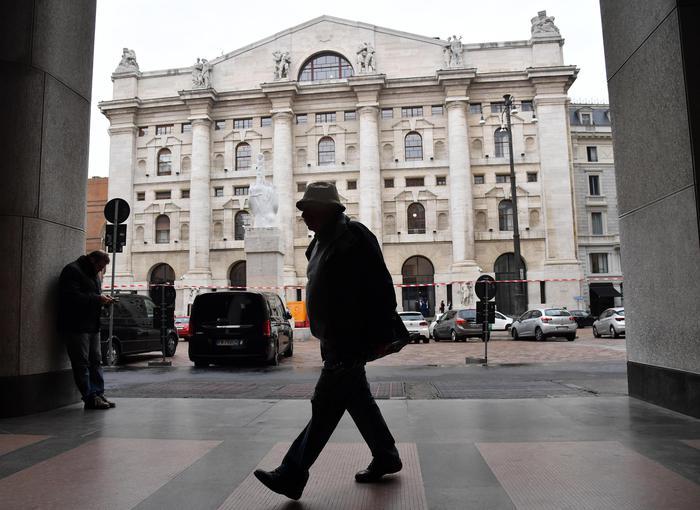 Borsa: Milano chiude in rialzo (+1,24%)