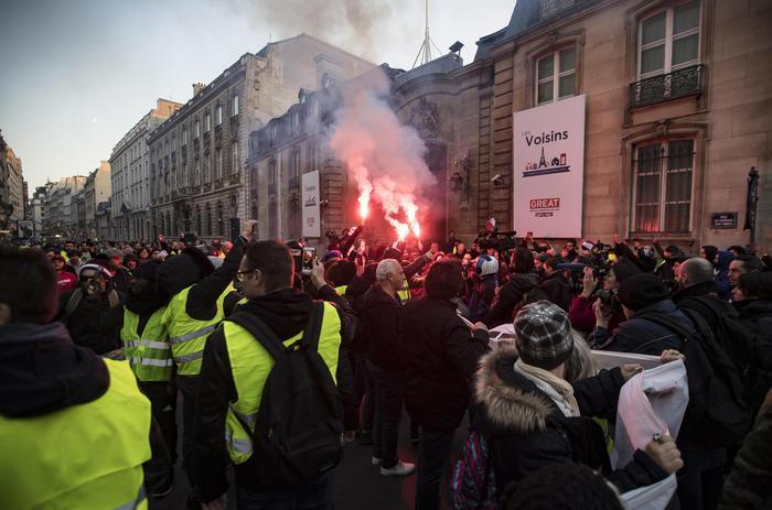 Gilet gialli hanno attaccato casa deputata vicino Tolosa