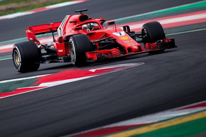 Prima la Ferrari a Barcellona