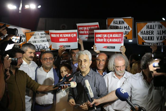 Turchia: rilasciati reporter Cumhuryet