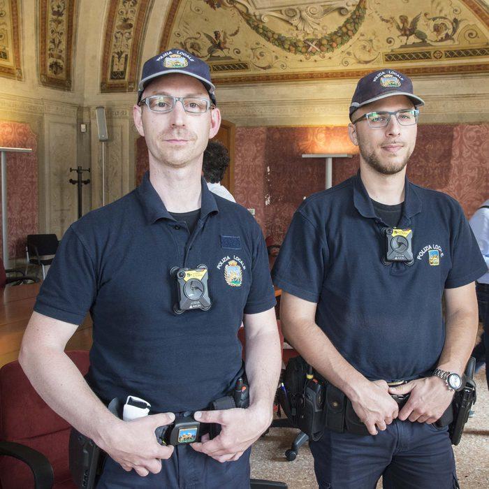 Padova polizia locale con body cam veneto for Prova dello specchio polizia youtube