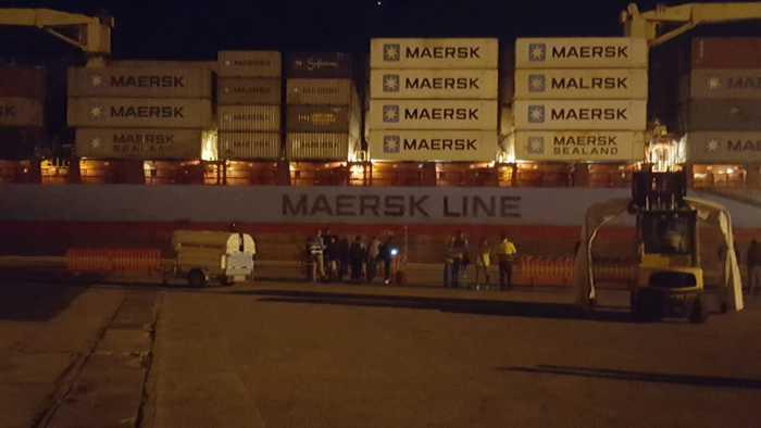 migranti: alexander maersk attracca nel porto pozzallo - ansa