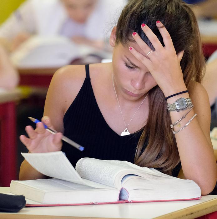 Maturità: vietata minigonna per esami - Sardegna - ANSA it