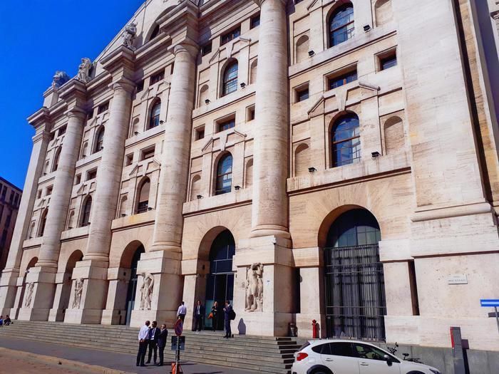 85347ee396 Borsa: Milano sale con Fca, Exor, banche - Economia - ANSA