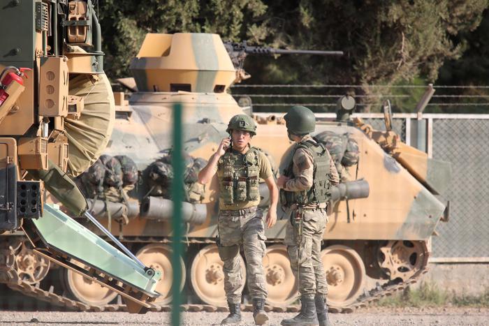 Siria: forze turche avanzano