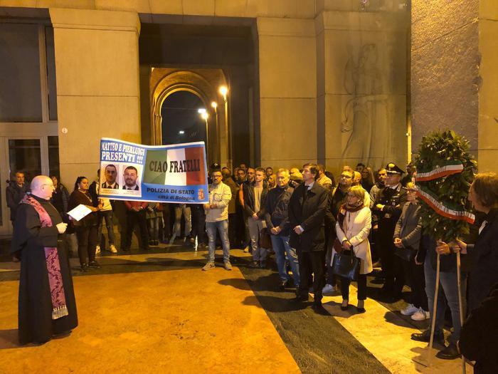 Sparatoria questura:a Bologna fiaccolata