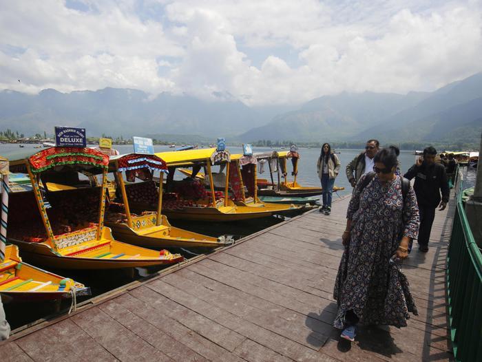 Kashmir riapre i confini ai turisti