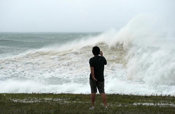 Tifone, allerta evacuazione per 7mln