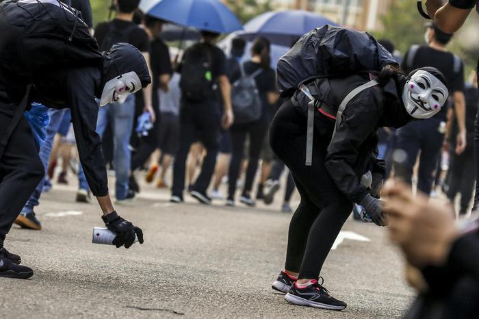 Hong Kong: marce anche con maschere