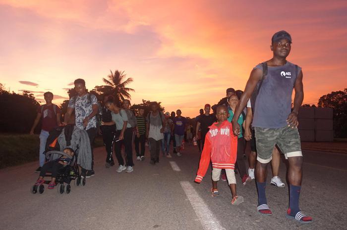 Messico, duemila migranti verso Usa