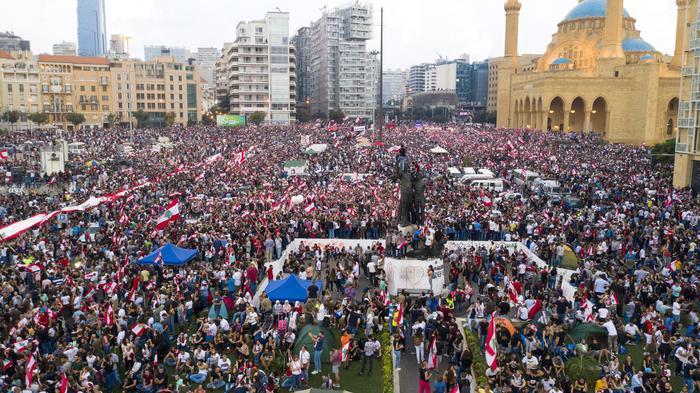 Libano: ancora migliaia in piazza