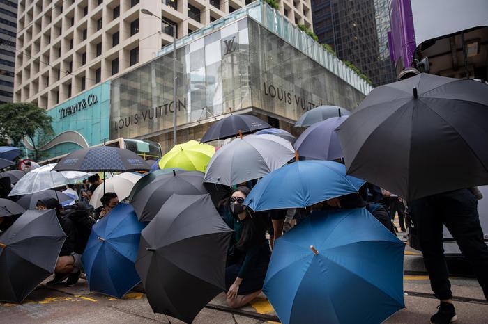 Borsa, Hong Kong apre a -1,12%